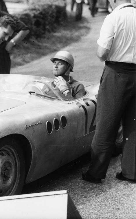 Adjusting his helmet at Ollon-Villars in 1958.