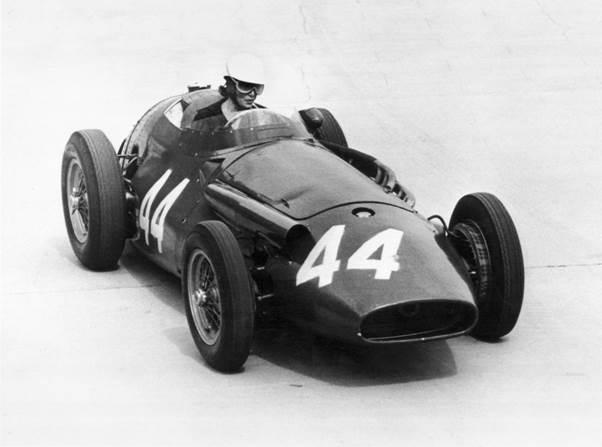 Maria-Teresa de Filippis at Tabac corner during practice for the 1958 Monaco Grand Prix
