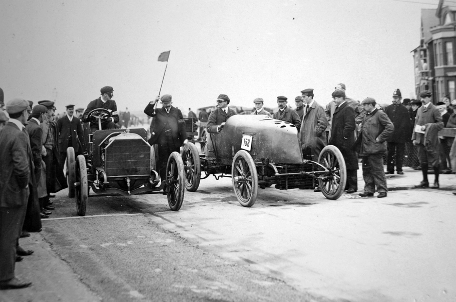 Andrew Fletcher, left, about to start a match race at the 1903 Southport Speed trials. His opponent was driving a streamlined Mors. Note the starter behind the cars