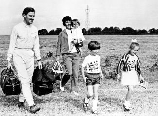 Bette, holding daughter Samantha with her husband Graham Hill, young Damon Hill and his sister Brigitte