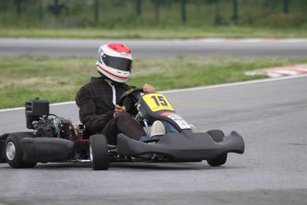Winner of the karting event was Emanuele Pirro seen here with his characteristic driving style. (Photo Axel Schmitt)