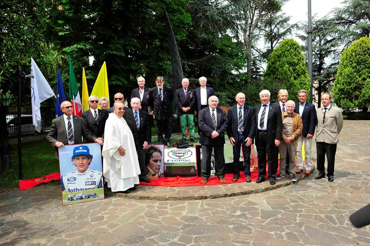 Don Sergio Mantovani with members of the Grand Prix Drivers Club at the memorial in the grounds of the Santa Catherina Church in 2016. <em>(Photo Peter Meierhoffer)</em>